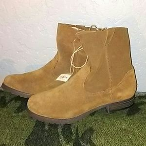 NWT Womens Leather Boots/10